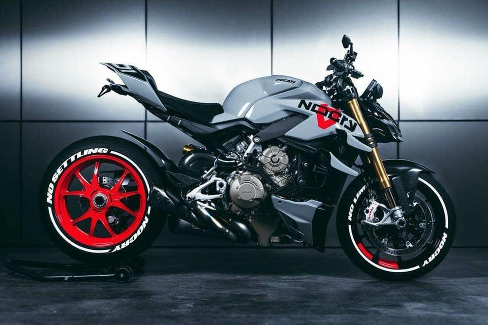 Street Fighter or Science Fiction #ducati #streetfighter #